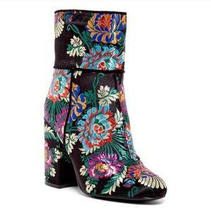 cbdb5b47a4a Steve Madden Shoes - NEW Steve Madden floral brocade Goldie block boot
